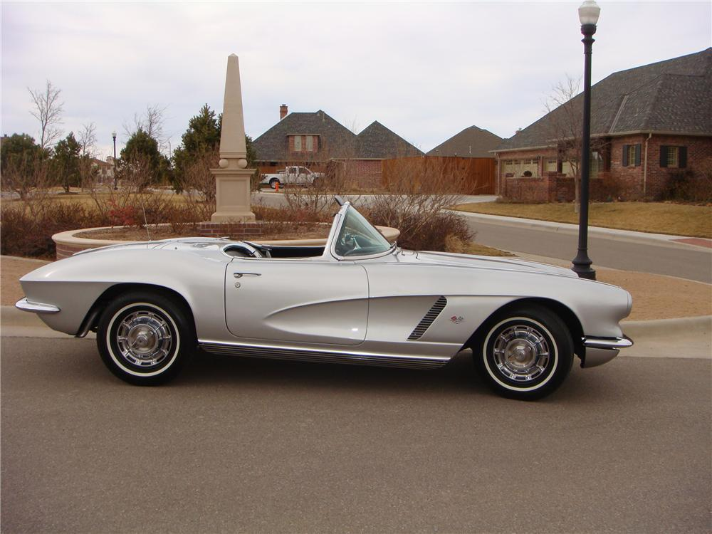 1962 CHEVROLET CORVETTE CONVERTIBLE - Side Profile - 117457