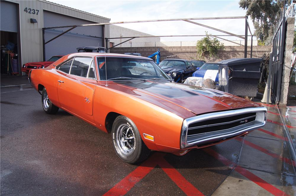 1970 DODGE CHARGER R/T COUPE - Front 3/4 - 117475