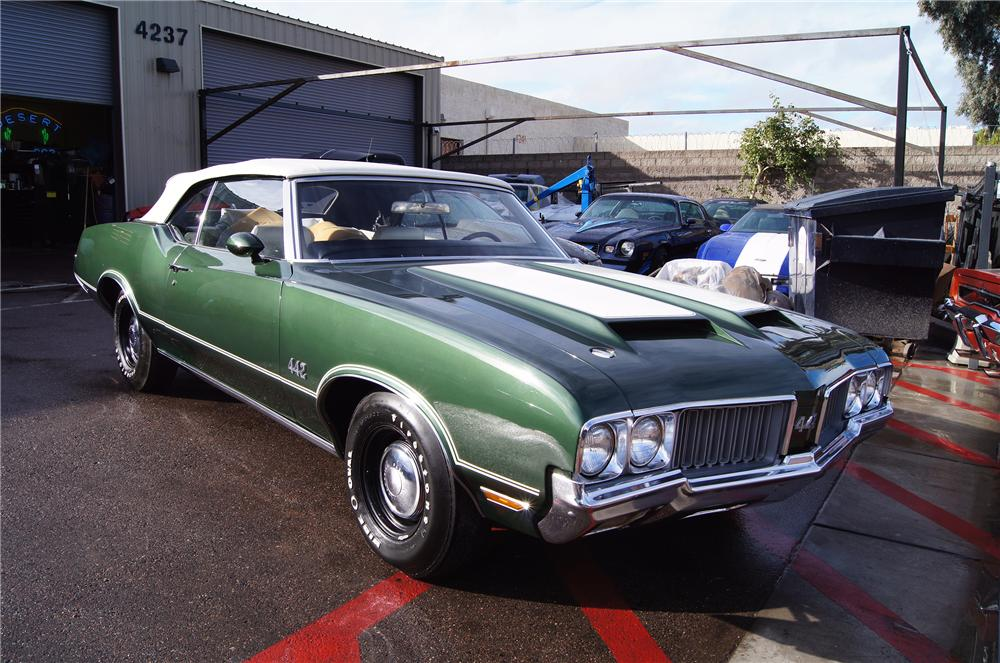1970 OLDSMOBILE 442 CONVERTIBLE - Front 3/4 - 117479