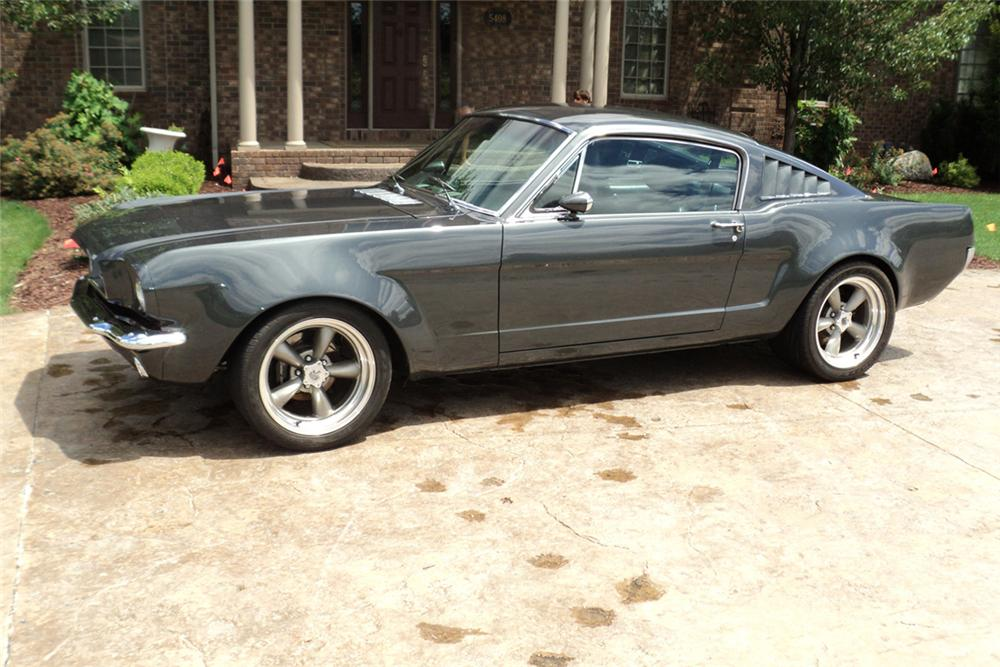 1965 FORD MUSTANG CUSTOM FASTBACK - Front 3/4 - 117496