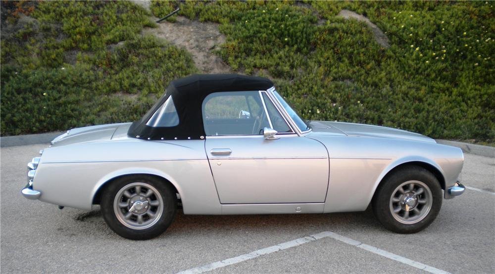 1968 DATSUN RL3 ROADSTER - Side Profile - 117504