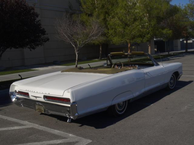 1966 PONTIAC BONNEVILLE CONVERTIBLE - Rear 3/4 - 117515