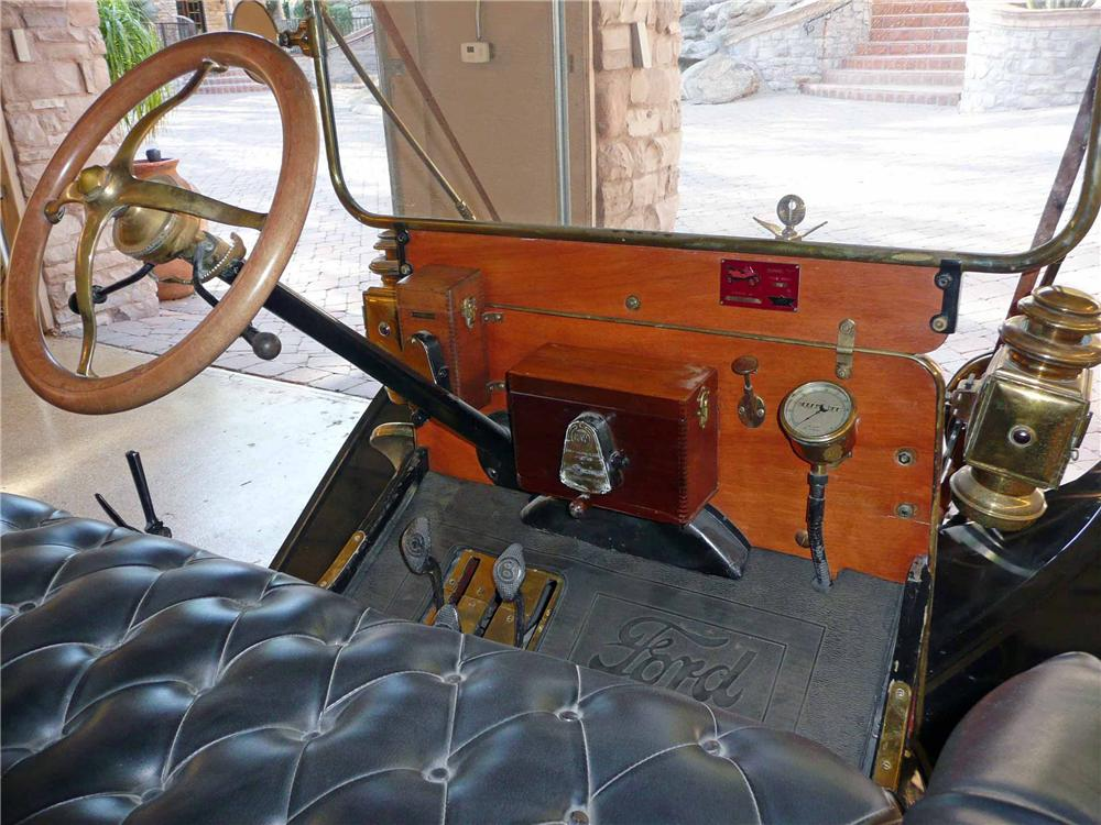 1910 FORD MODEL T TOURING - Interior - 117665