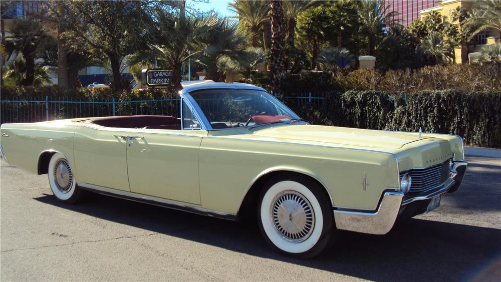 1966 LINCOLN CONTINENTAL CONVERTIBLE - Front 3/4 - 117677