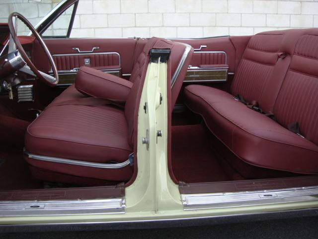 1966 LINCOLN CONTINENTAL CONVERTIBLE - Interior - 117677