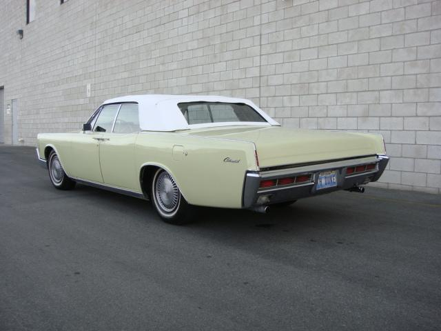 1966 LINCOLN CONTINENTAL CONVERTIBLE - Rear 3/4 - 117677