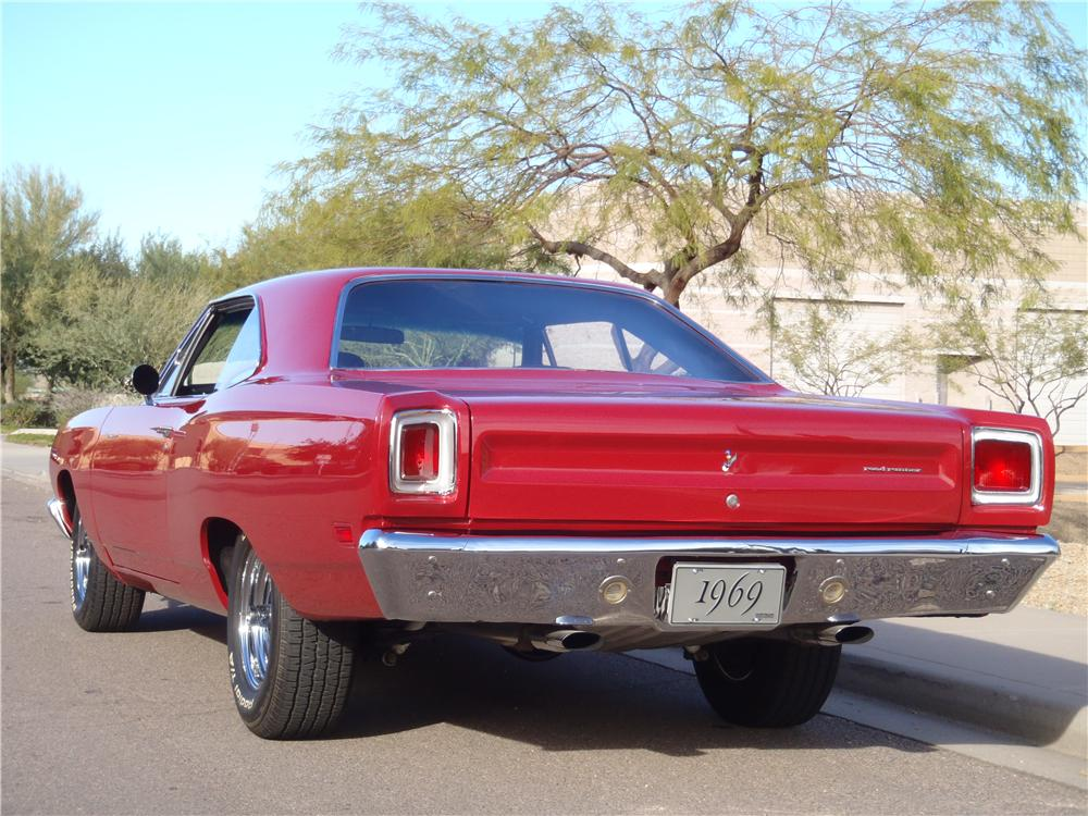 1969 PLYMOUTH ROAD RUNNER CUSTOM 2 DOOR HARDTOP - Rear 3/4 - 117687