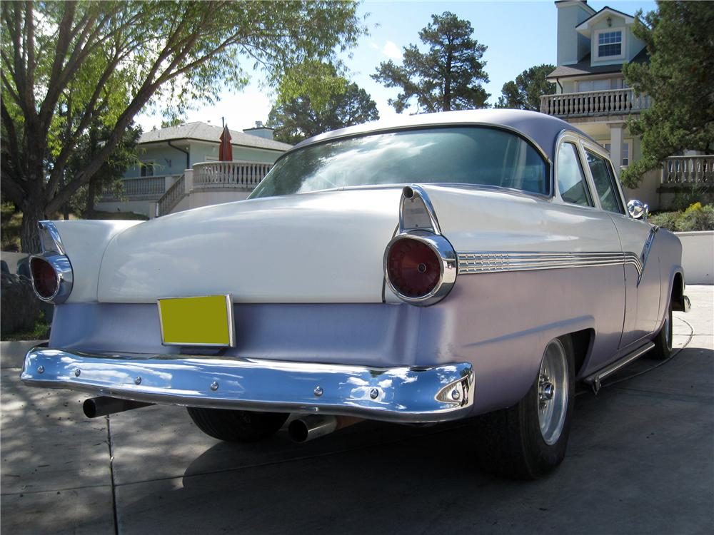 1956 FORD FAIRLANE CUSTOM 2 DOOR HARDTOP - Rear 3/4 - 117750