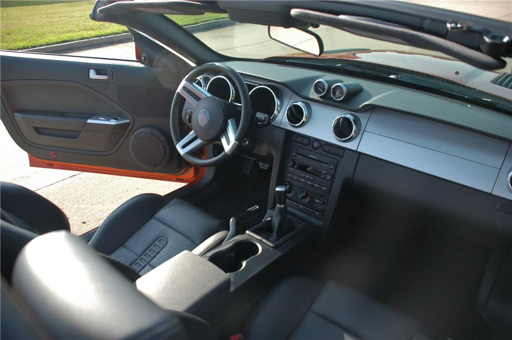 2007 FORD SALEEN MUSTANG CONVERTIBLE - Interior - 117760