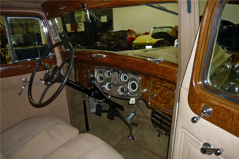 1934 PACKARD EIGHT SEDAN - Interior - 117786