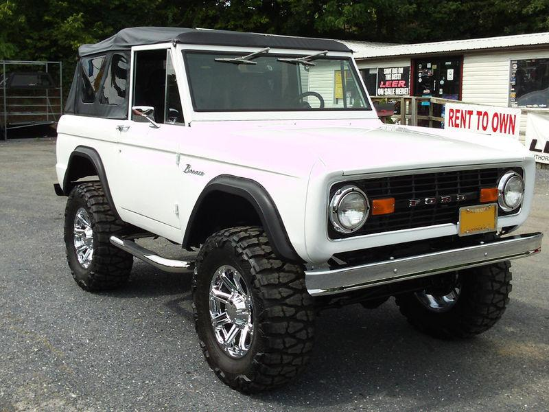 1977 FORD BRONCO CUSTOM SUV - Front 3/4 - 117790