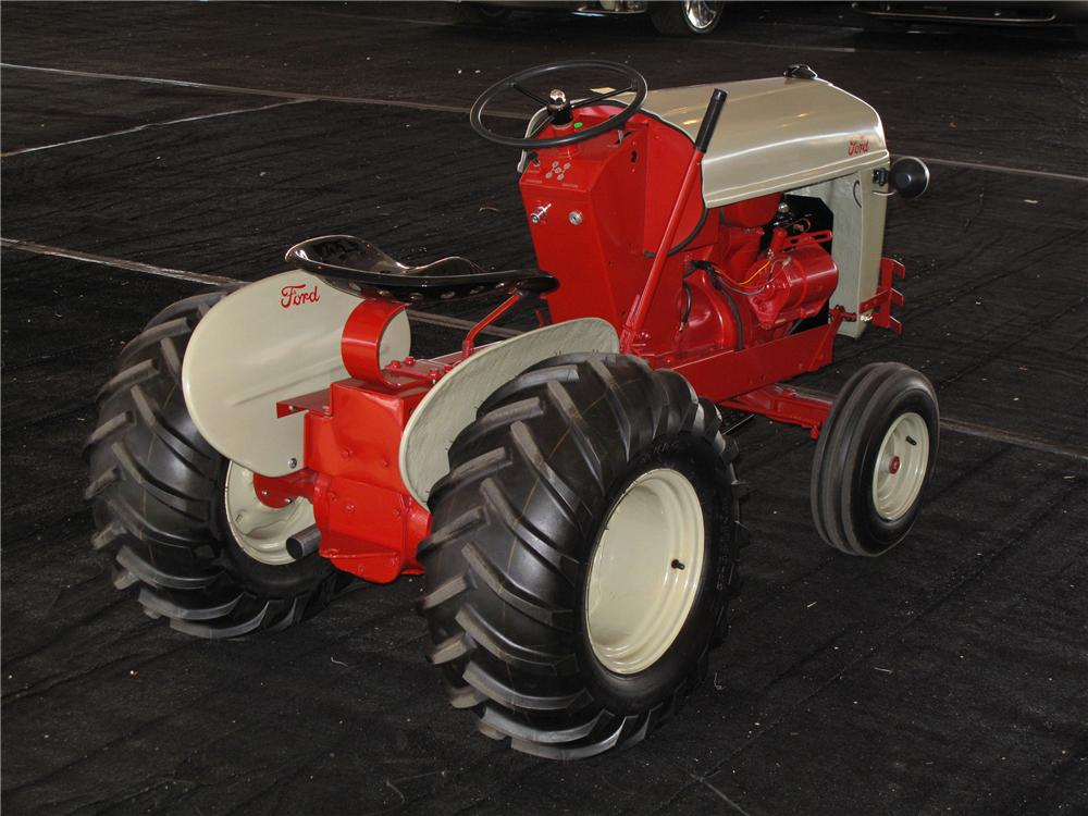 2011 FORD 8N TRACTOR REPLICA - Front 3/4 - 117792