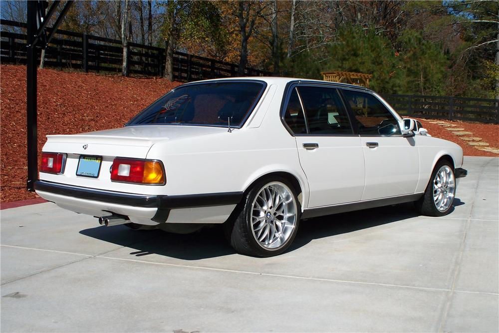 1984 BMW 733 4 DOOR SEDAN - Rear 3/4 - 117815