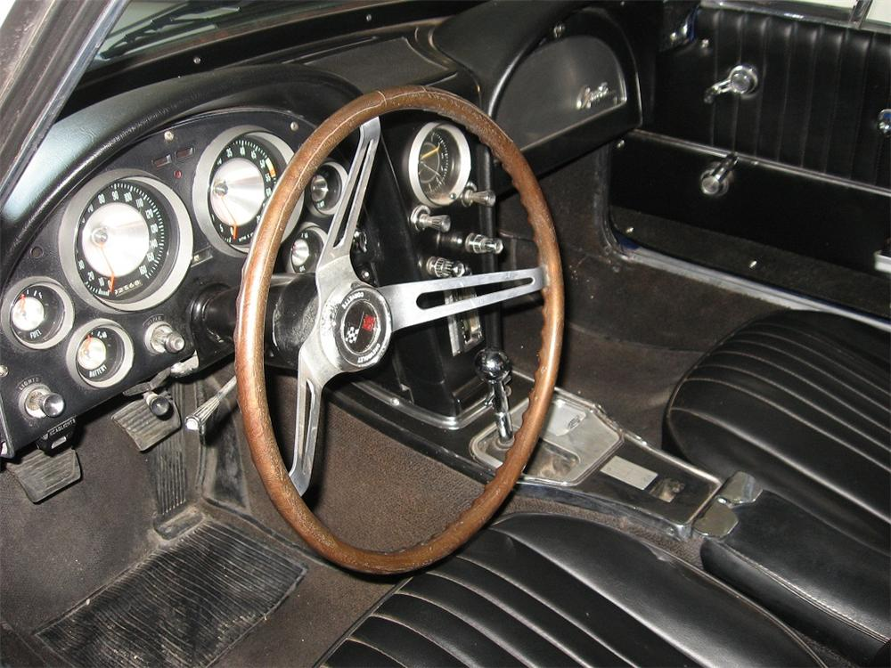 1964 CHEVROLET CORVETTE CONVERTIBLE - Interior - 117828