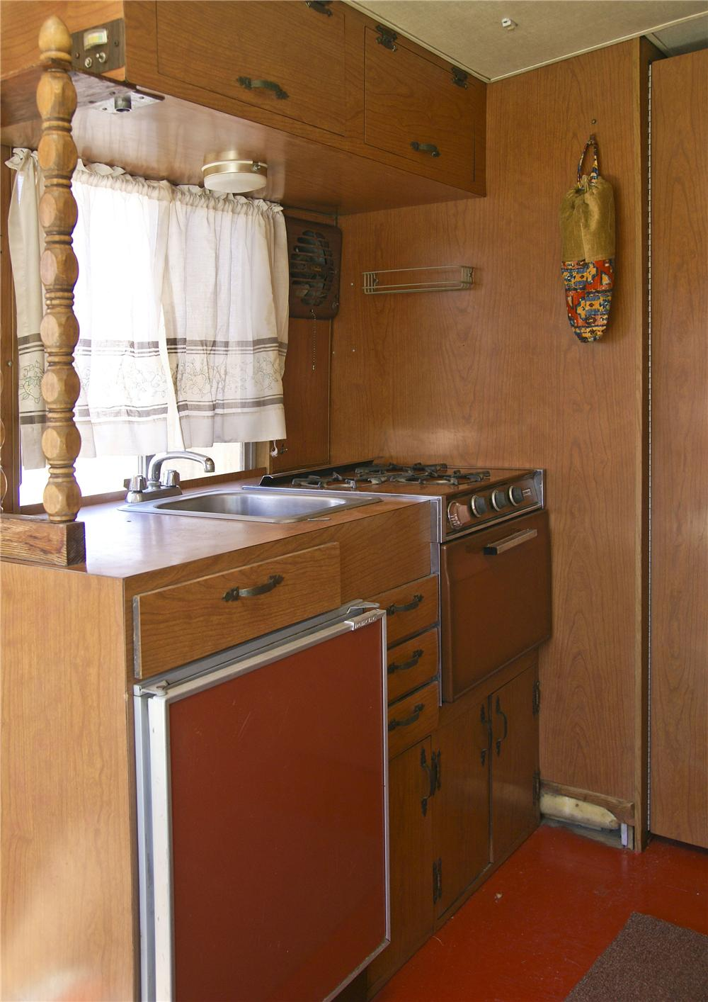 1968 ULTRA MOTORHOME - Engine - 117834