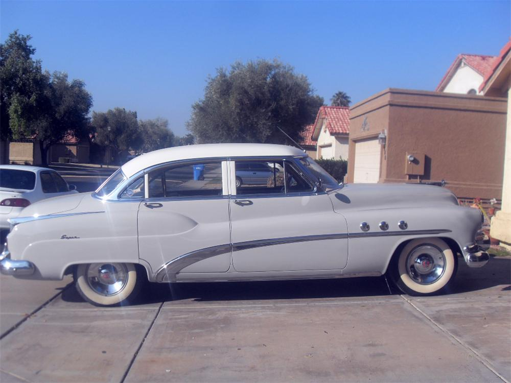 1952 BUICK SUPER 4 DOOR SEDAN - Side Profile - 117839