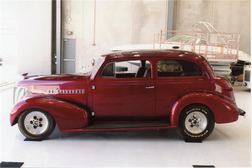 1939 CHEVROLET CUSTOM 2 DOOR SEDAN - Side Profile - 119958