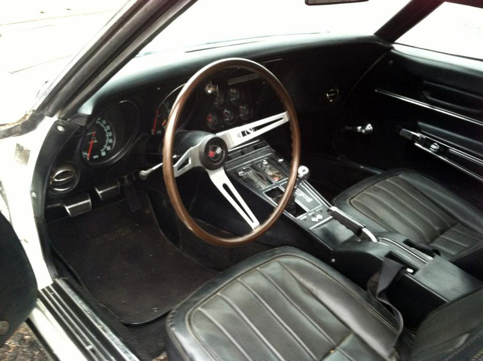 1968 CHEVROLET CORVETTE CONVERTIBLE - Interior - 125072