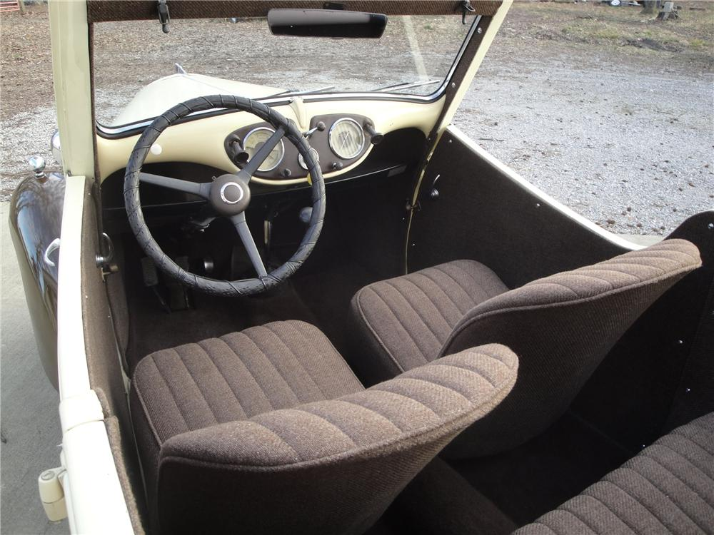 1947 STANDARD EIGHT CONVERTIBLE - Interior - 125087