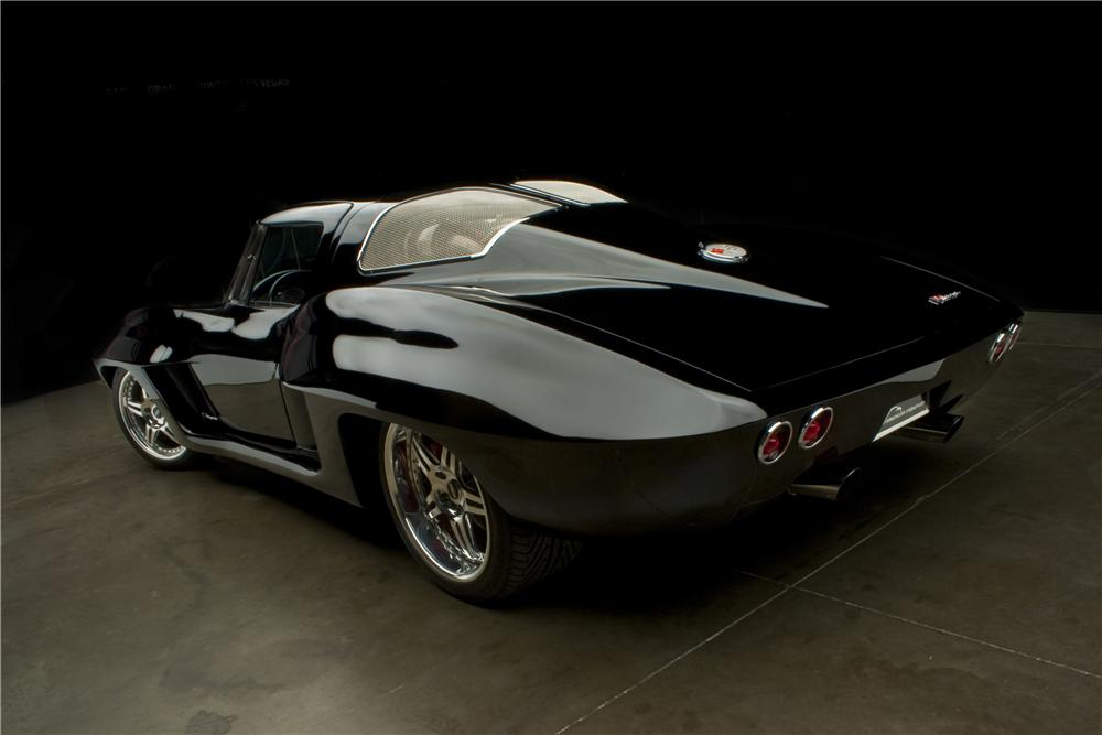 1963 CHEVROLET CORVETTE CUSTOM COUPE - Rear 3/4 - 125099