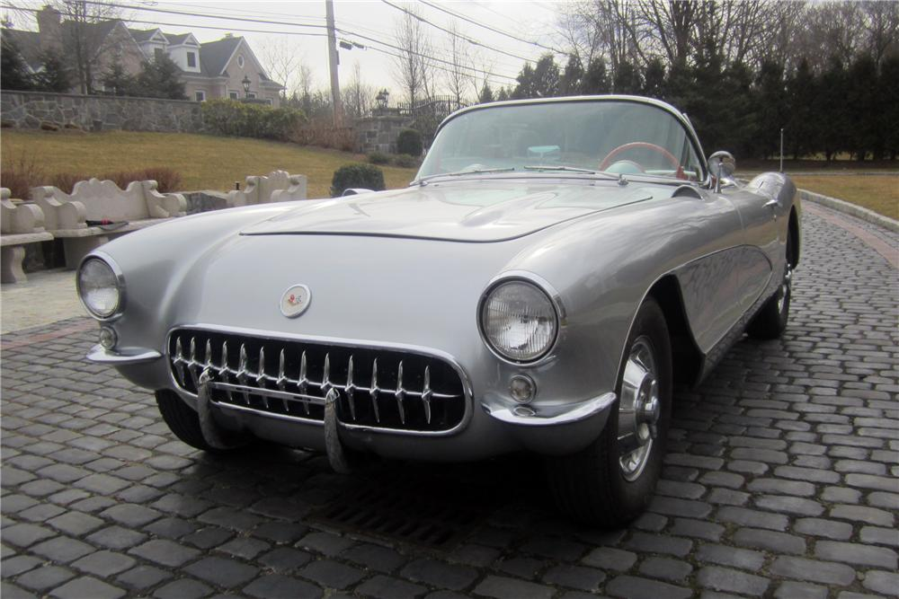 1957 CHEVROLET CORVETTE CONVERTIBLE - Front 3/4 - 125127