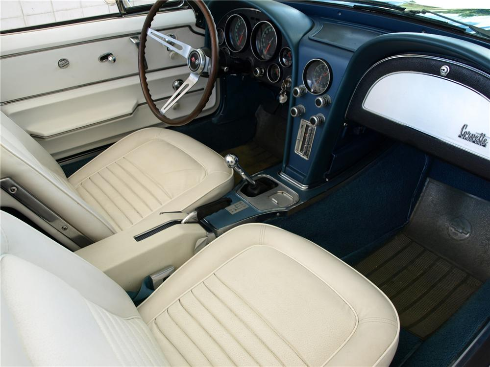 1967 CHEVROLET CORVETTE CONVERTIBLE - Interior - 125141