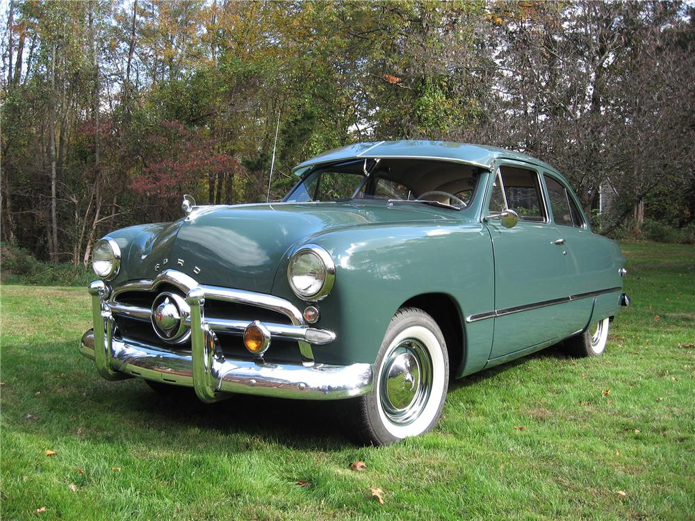 1949 FORD 2 DOOR COUPE - Front 3/4 - 125183