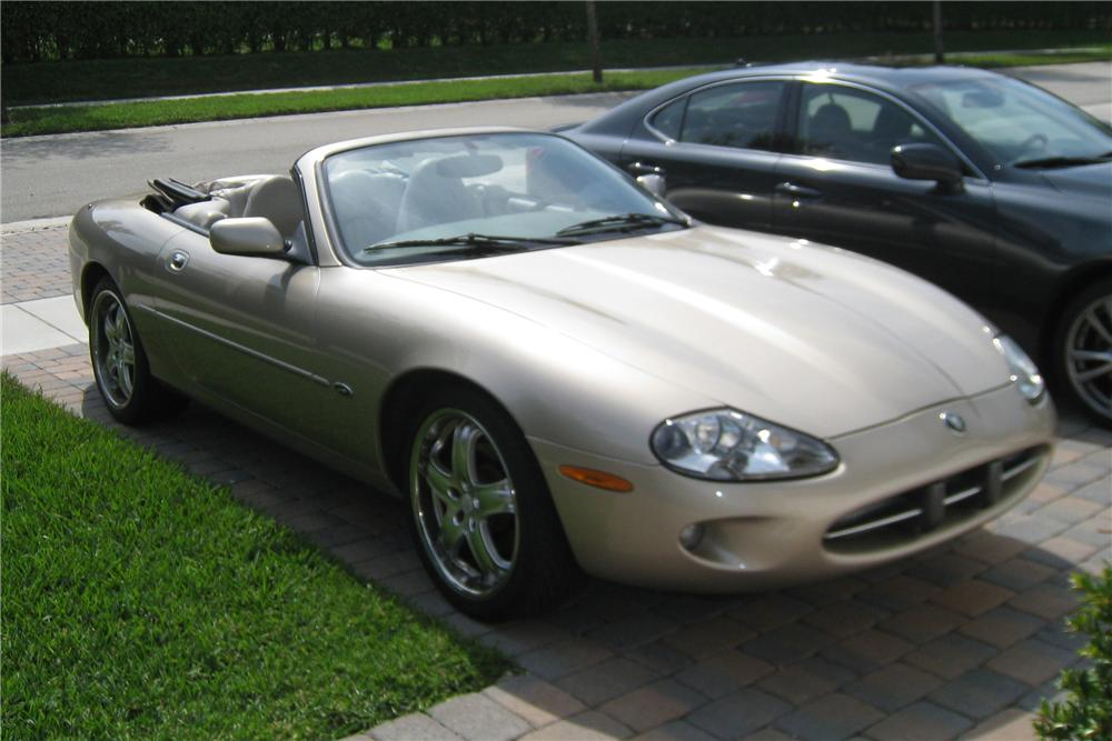 1997 JAGUAR XK8 CONVERTIBLE - Side Profile - 125187