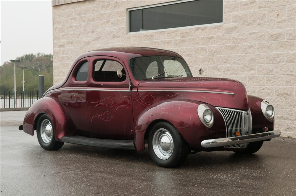 1940 FORD CUSTOM 2 DOOR COUPE - Front 3/4 - 125202