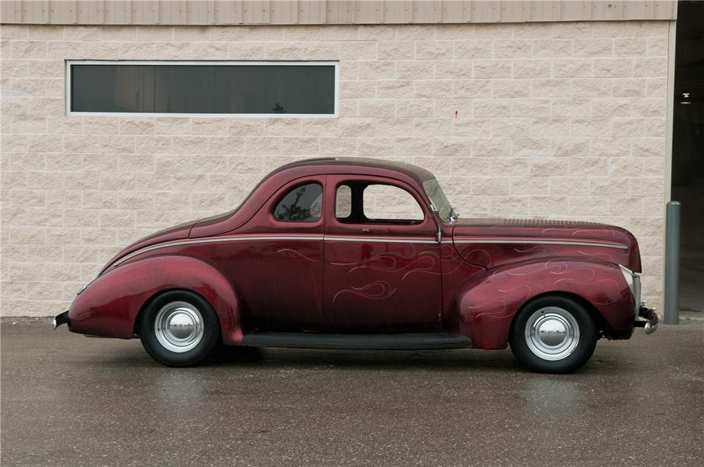 1940 FORD CUSTOM 2 DOOR COUPE - Side Profile - 125202