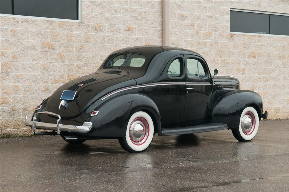 1940 FORD DELUXE CUSTOM 2 DOOR COUPE - Rear 3/4 - 125206