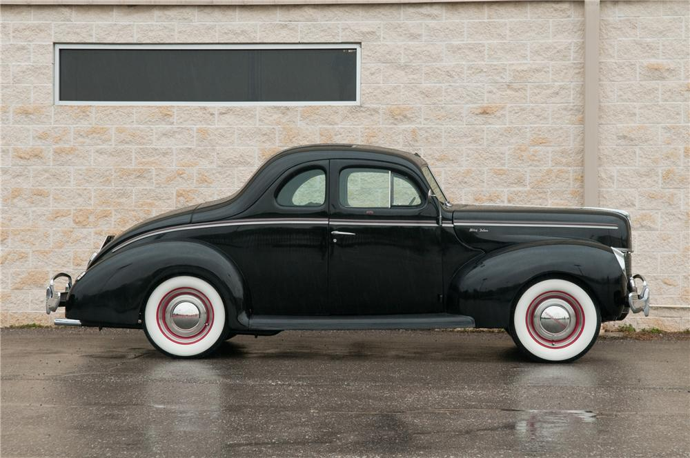 1940 FORD DELUXE CUSTOM 2 DOOR COUPE - Side Profile - 125206