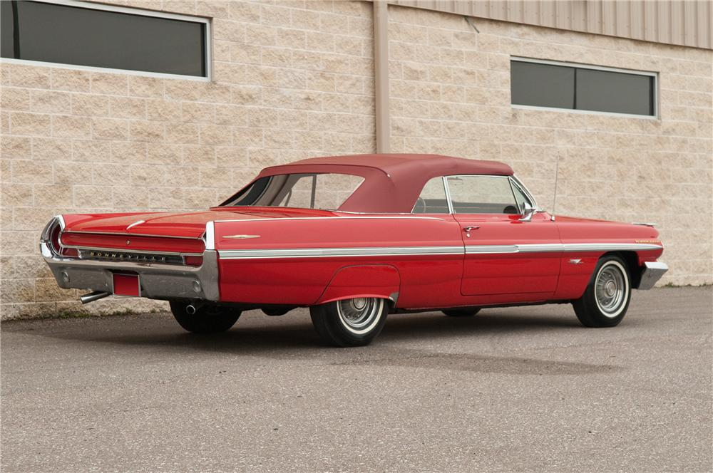 1962 PONTIAC BONNEVILLE CONVERTIBLE - Rear 3/4 - 125229