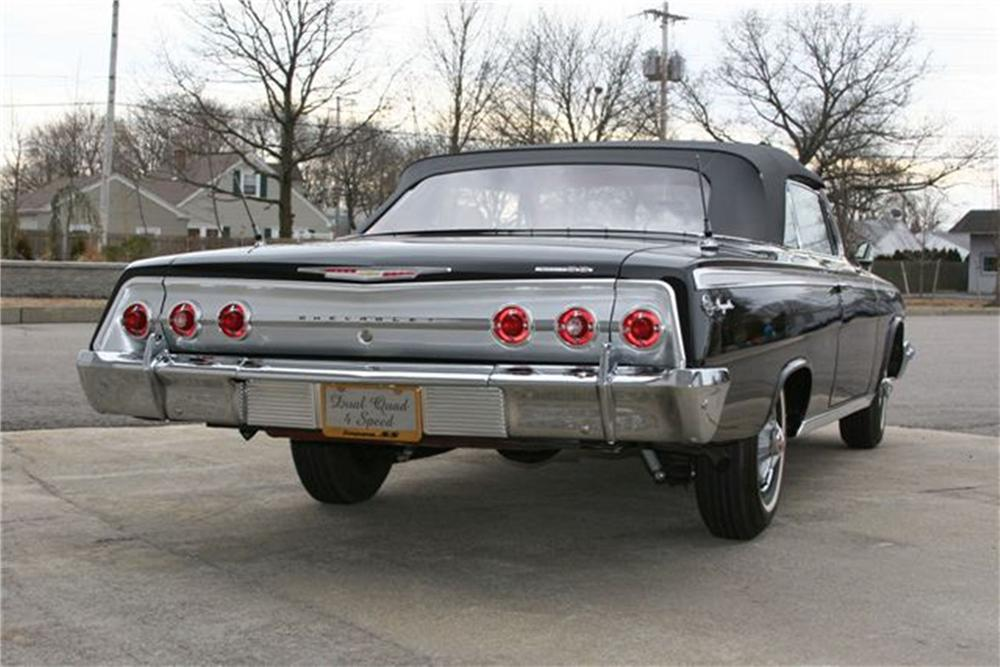 1962 CHEVROLET IMPALA SS CONVERTIBLE - Rear 3/4 - 125241