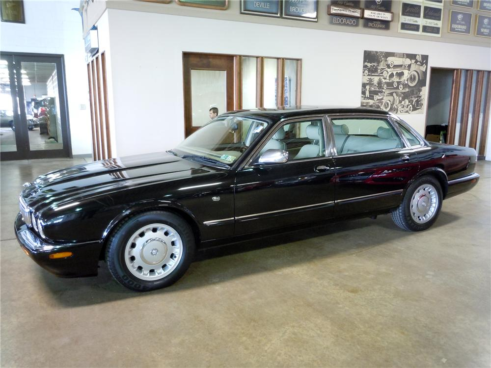 1998 JAGUAR XJ VANDEN PLAS LWB SEDAN - Side Profile - 125261