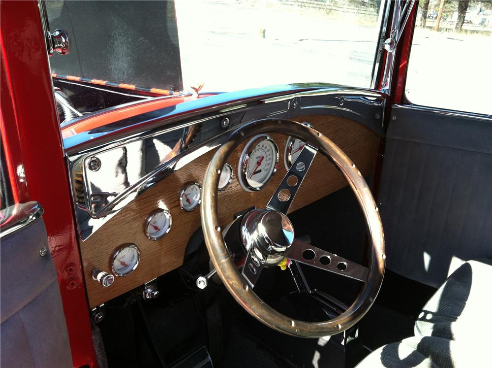 1932 FORD 5 WINDOW 2 DOOR COUPE - Interior - 125276