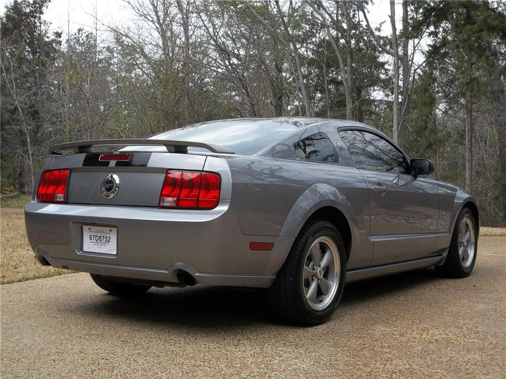 2006 FORD MUSTANG GT 2 DOOR COUPE - Rear 3/4 - 125302