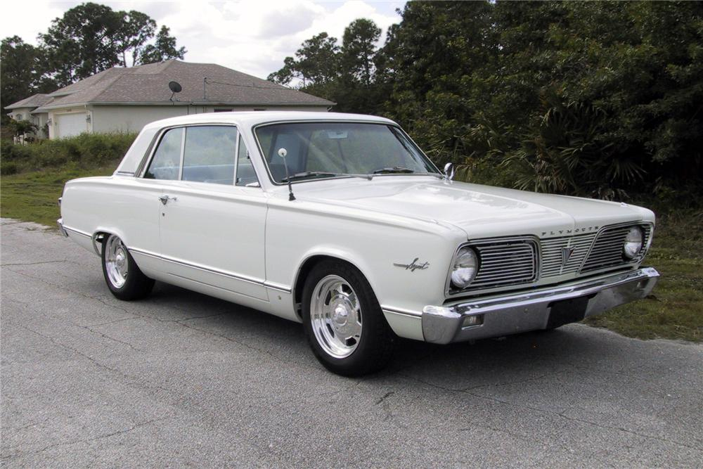 1966 PLYMOUTH VALIANT CUSTOM 2 DOOR HARDTOP - Front 3/4 - 125350