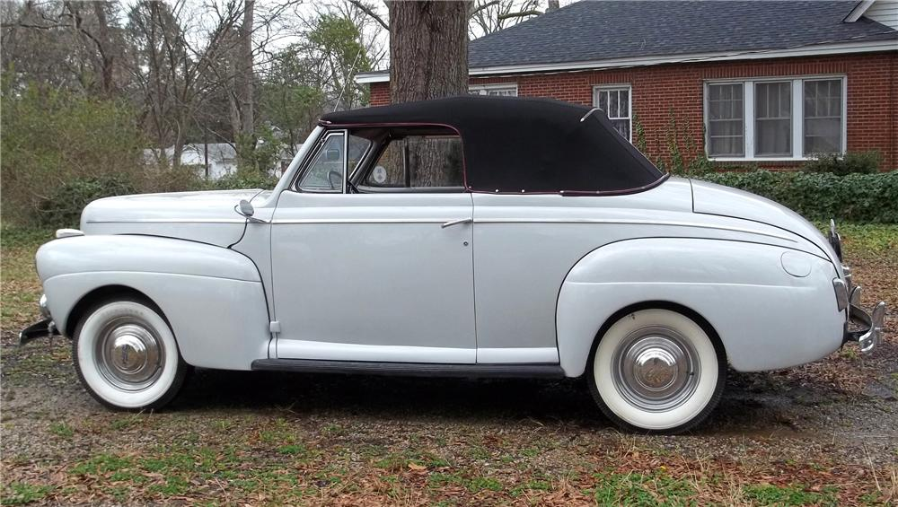 1941 FORD SUPER DELUXE CONVERTIBLE - Front 3/4 - 125353