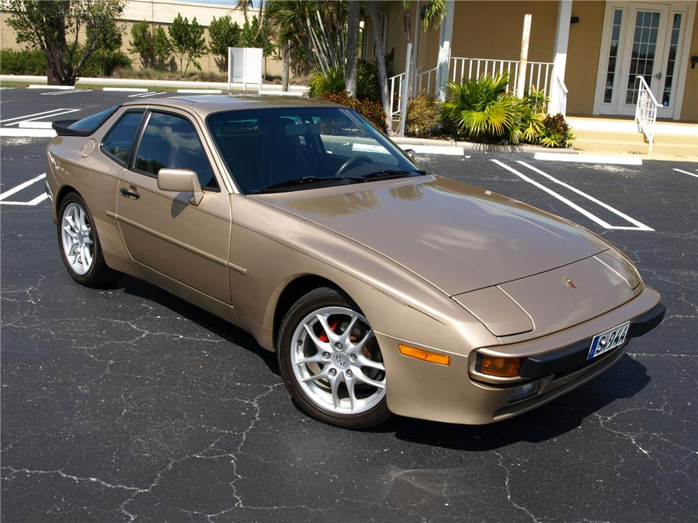 1987 PORSCHE 944 2 DOOR COUPE - Front 3/4 - 125538