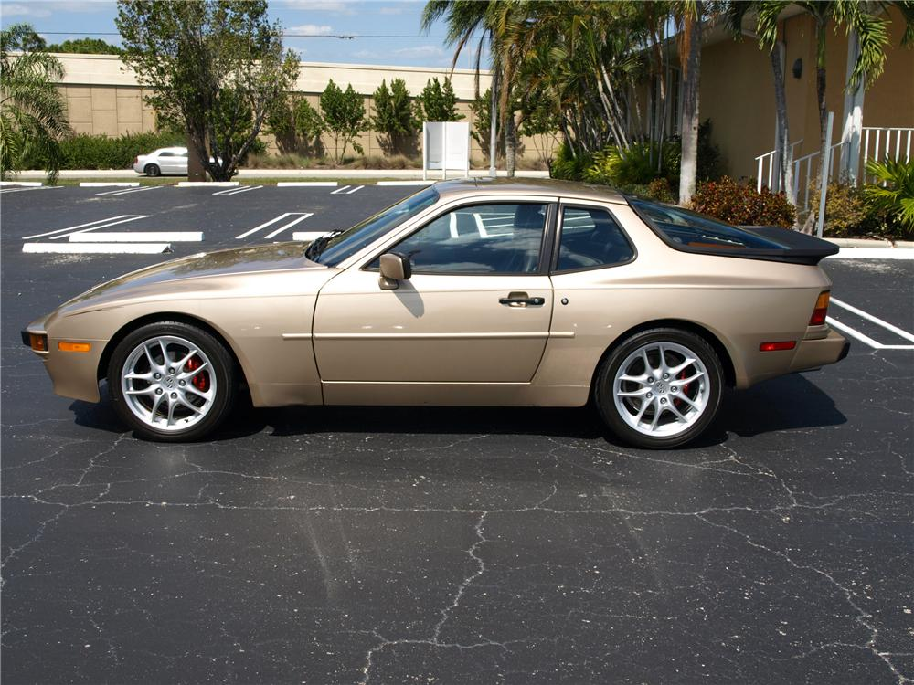 1987 PORSCHE 944 2 DOOR COUPE - Side Profile - 125538
