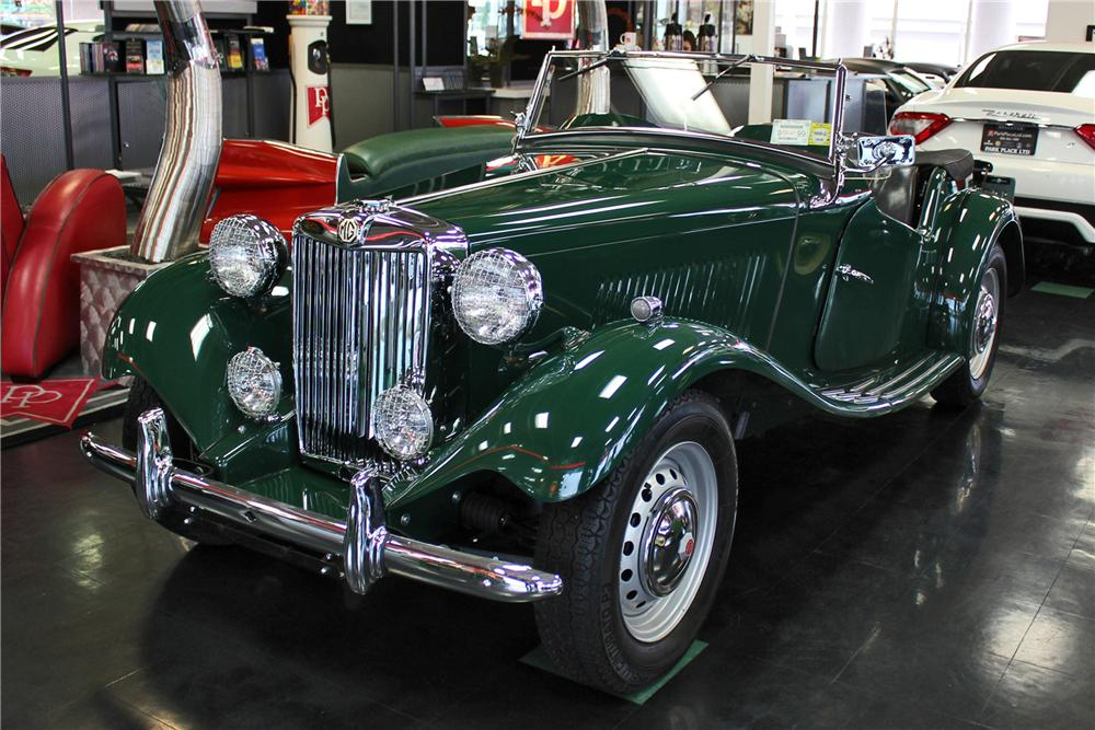 1951 MG TD CONVERTIBLE - Front 3/4 - 125539