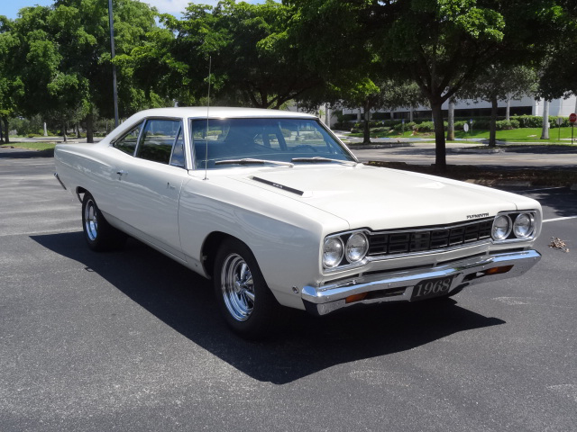 1968 PLYMOUTH ROAD RUNNER CUSTOM 2 DOOR SEDAN - Front 3/4 - 125660