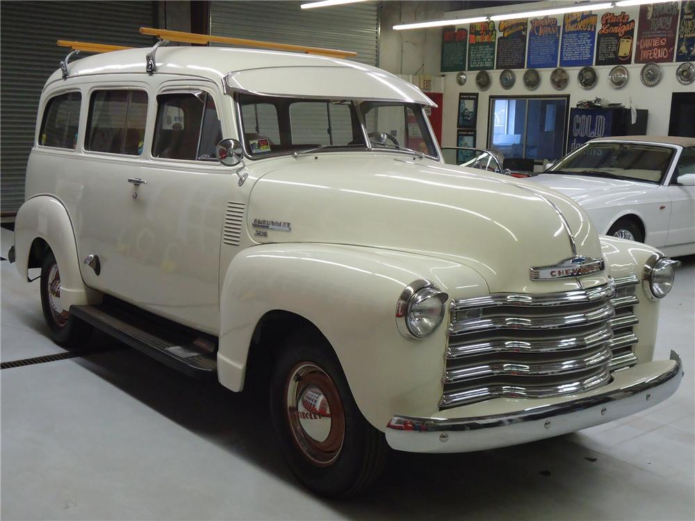 1951 CHEVROLET SUBURBAN CARRYALL  - Front 3/4 - 125673
