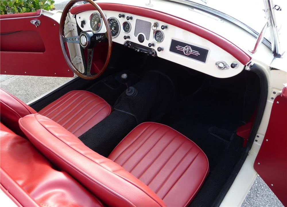 1957 MGA 1500 CONVERTIBLE - Interior - 125692