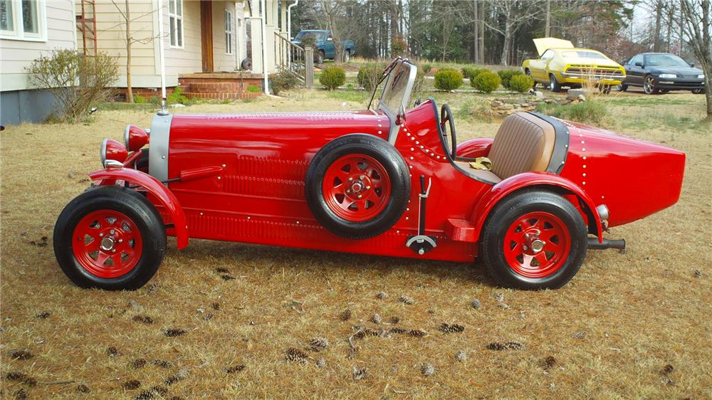 1937 BUGATTI ROADSTER RE-CREATION - Front 3/4 - 125701