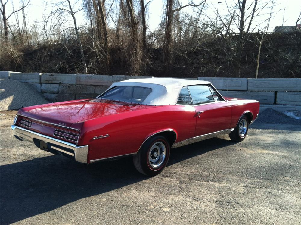 1967 PONTIAC GTO CONVERTIBLE - Rear 3/4 - 125702