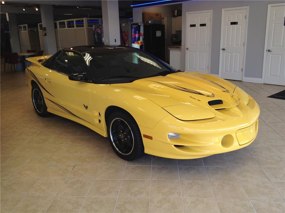 2002 PONTIAC FIREBIRD TRANS AM 2 DOOR COUPE - Front 3/4 - 125714