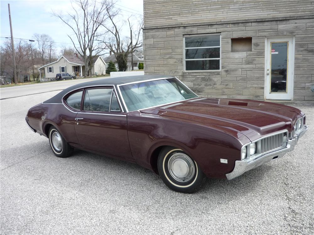 1969 OLDSMOBILE CUTLASS 2 DOOR SEDAN - Front 3/4 - 125716