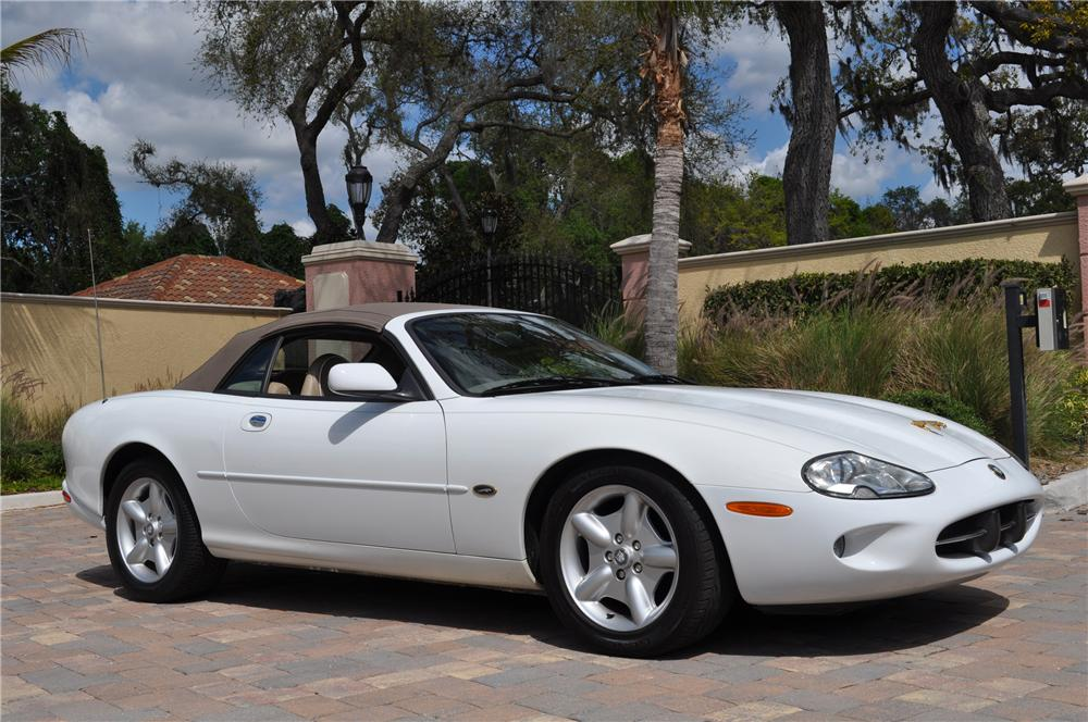 1998 JAGUAR XK8 CONVERTIBLE - Side Profile - 125753